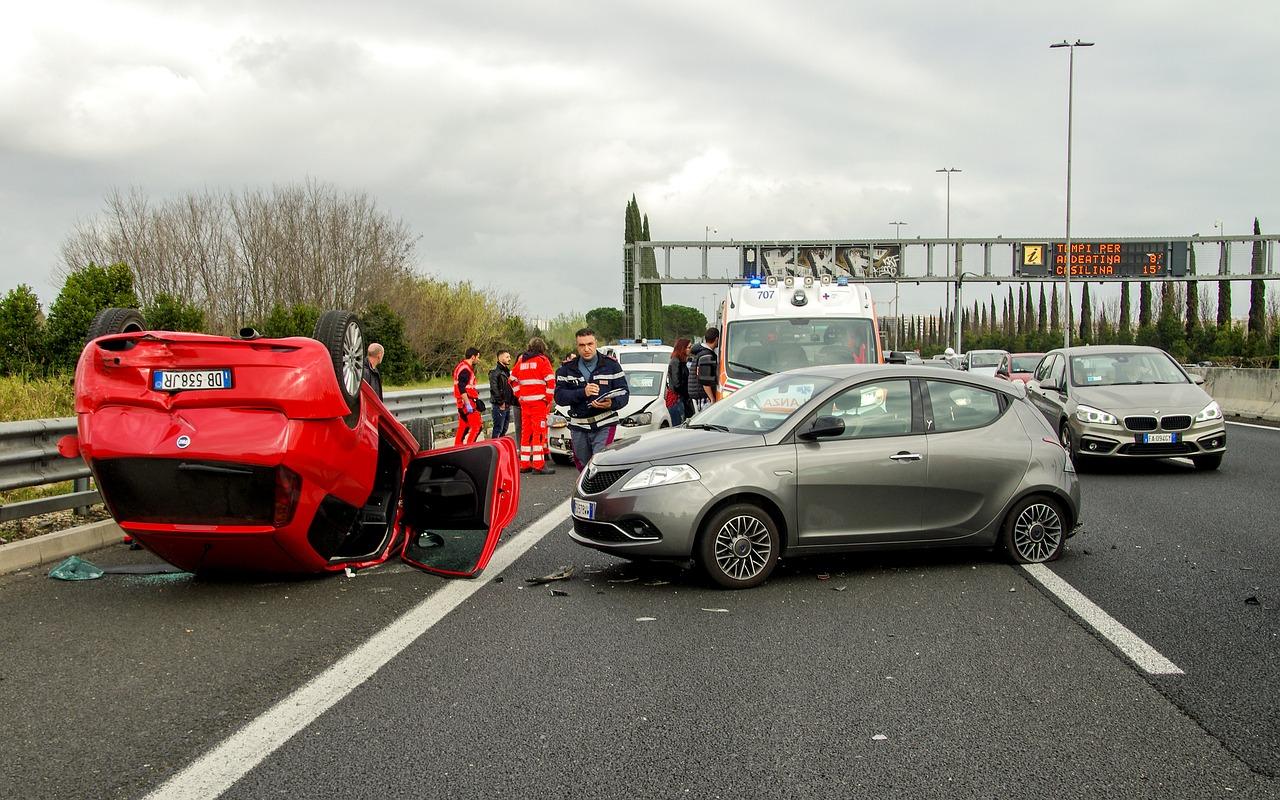 car accident 2165210 1280 Dlaczego liczba wypadków zmniejsza się?