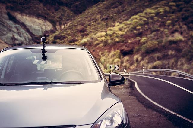 Po co stosować kamerki w naszych samochodach?